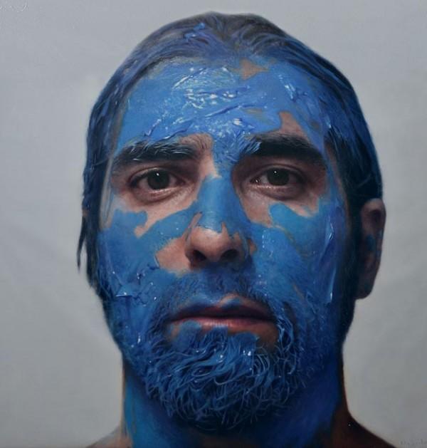 Artistul Eloy Morales realizeaza auto-portrete incredibile într-un mod inedit