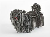 Câini sculptati din părți de biciclete