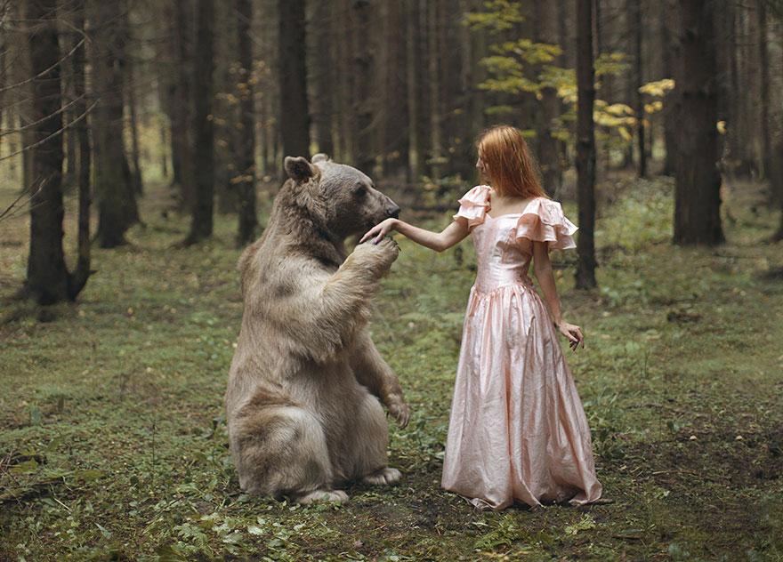 Katerina Plotnikova a creat aceste fotografii folosind animale reale vii