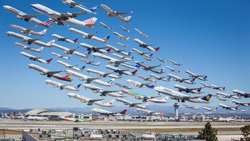 8 ore de avioane care decoleaza din Los Angeles într-o singură fotografie