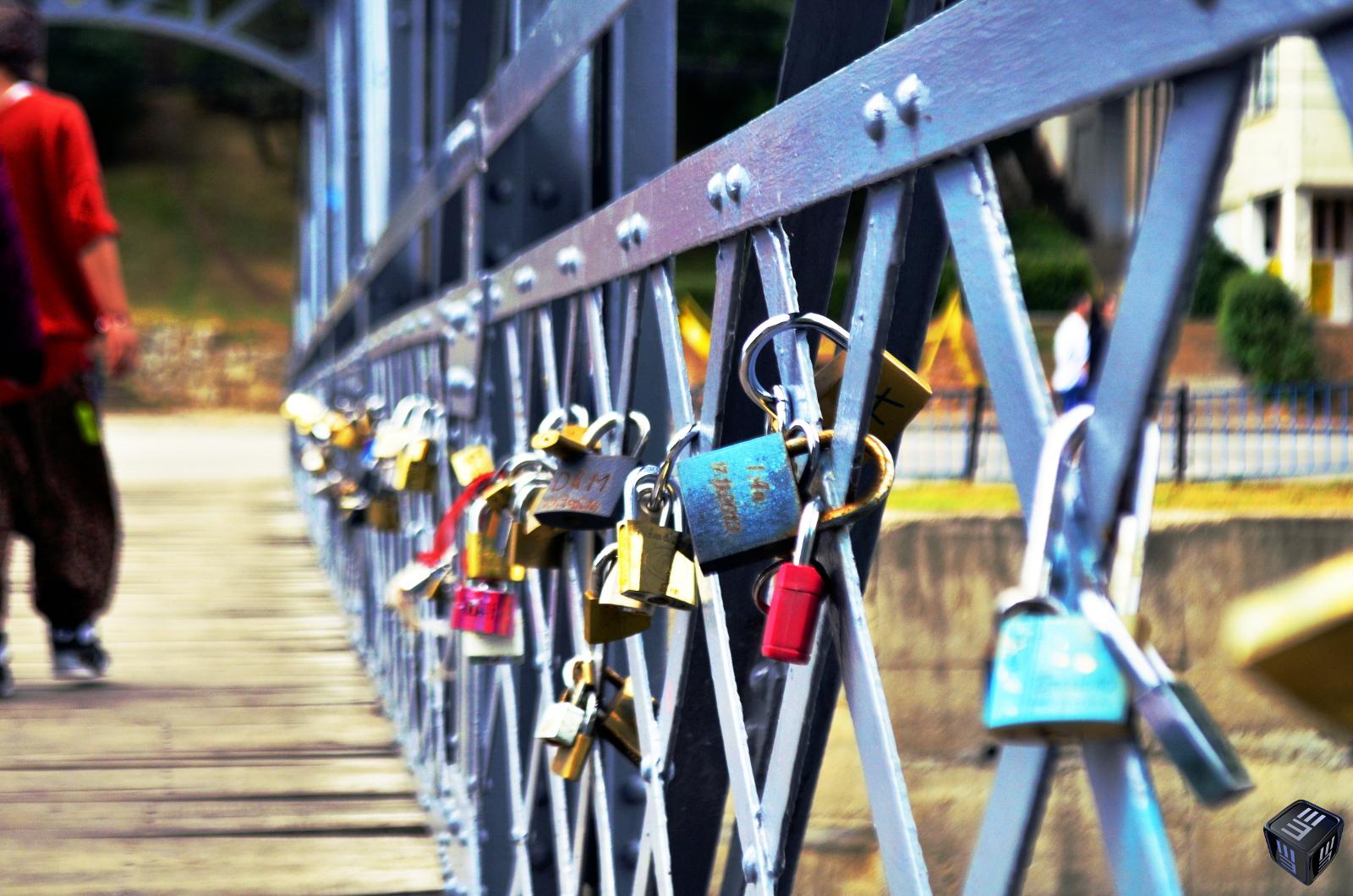 Podul iubirii de peste râul Someș – o altfel de poveste de dragoste