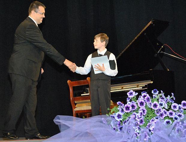 Un copil român e CEL MAI BUN PIANIST din lume!